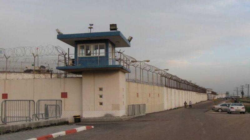"""خطوة من الأسرى الفلسطينيين في سجن """"النقب"""" .. مقدمة لتنفيذ خطوات نضالية"""