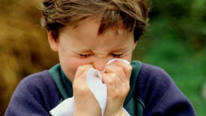 """هكذا تُفرّق أعراض نزلة البرد عن """"كورونا"""".."""