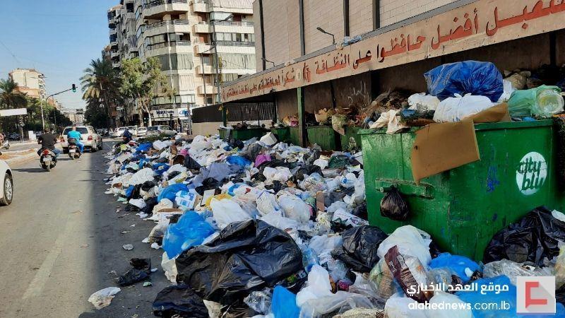 """تكدّس النفايات في الضاحية مجدّدًا.. وحاكم مصرف لبنان """"ضالع"""" في تفاقم الأزمة"""