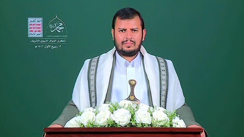 """السيد الحوثي: ماكرون ليس إلاّ """"دمية"""" من """"دمى"""" الصهاينة يدفعونه للإساءة للإسلام"""