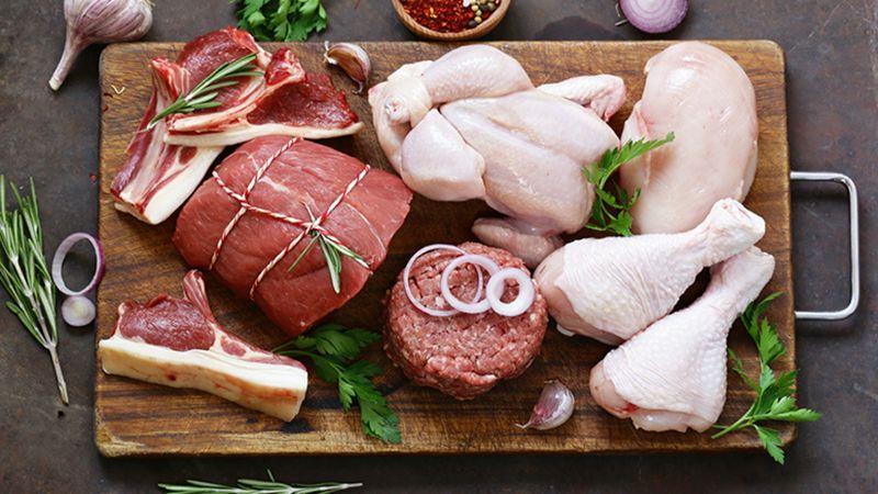 أيُّ لحم الأفضل: البقر أم الدجاج؟