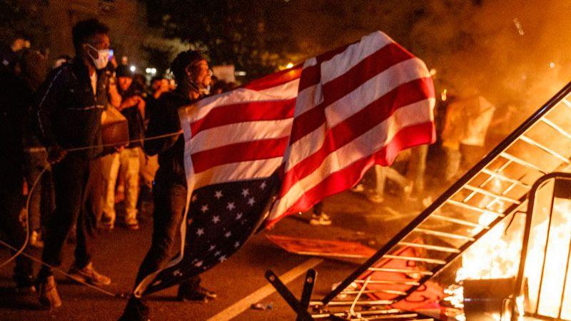 تلاشي الحلم الأميركي.. وهم الديمقراطية