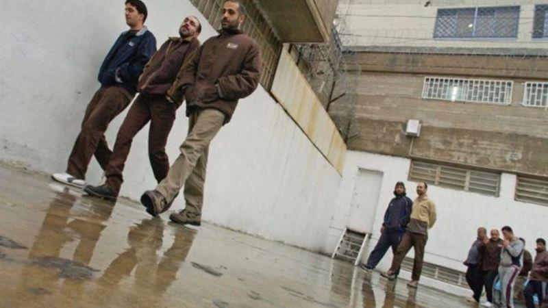 البرد القارس ألمٌ متجدّد يُحاصر الأسرى الفلسطينيين