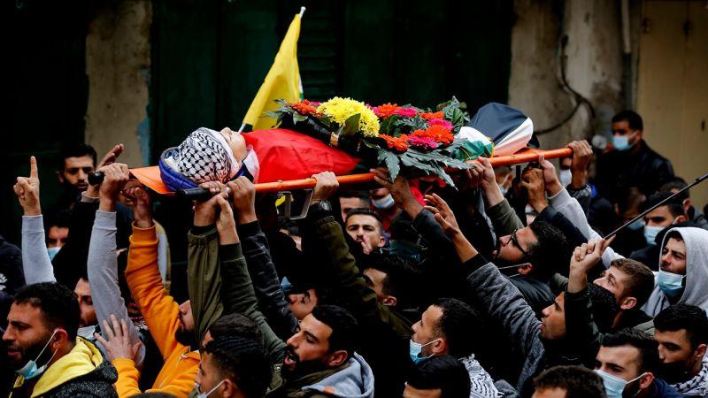 الفلسطينيون يشعيون الشهيد الطفل علي أبو عليا