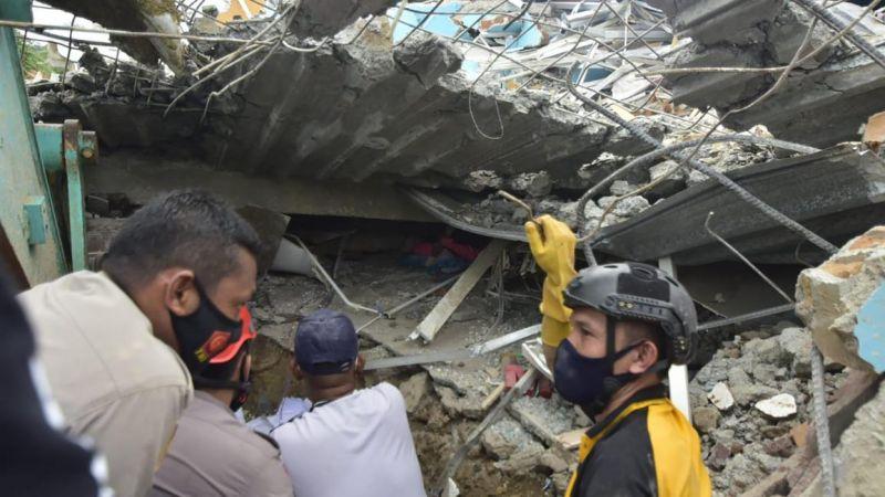 زلزال قاتل في إندونيسيا: الضحايا بالعشرات والجرحى بالمئات