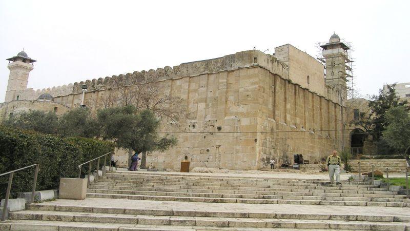 الاحتلال يستكمل أعمال ترميم الحرم الإبراهيمي