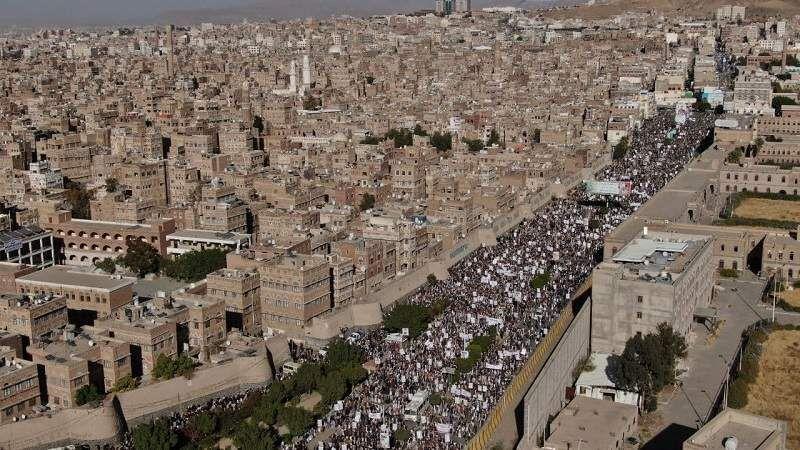 ملايين اليمنيين يحتشدون في مظاهرات ضدّ غطرسة أميركا وإرهابها