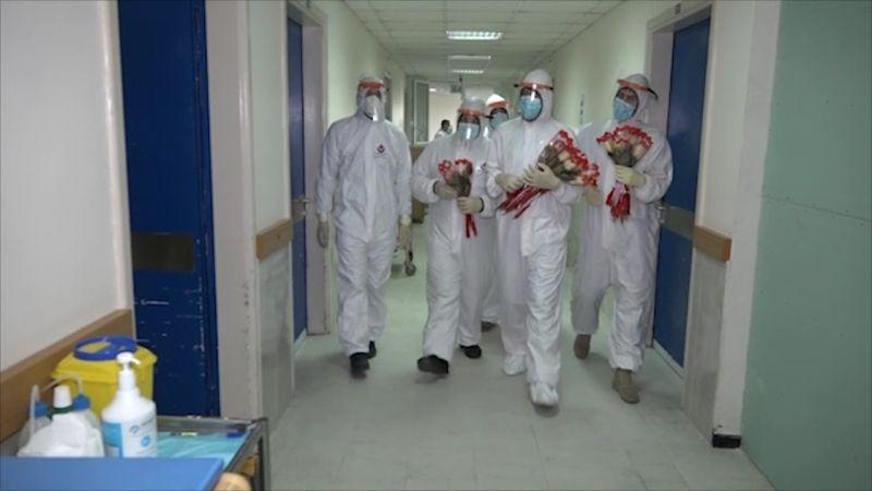 وردة تزرع الفرح فوق شفاه الموجوعين في مستشفيات الجنوب