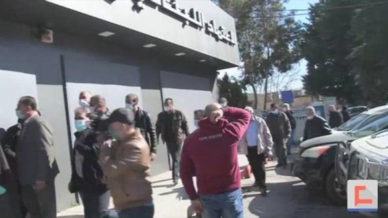 بالفيديو..قطع الطريق الدولية في شتورا من قبل اهالي الطلاب للمطالبة بالدولار الطلابي