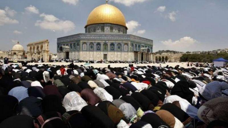 بعد إغلاق دام 42 يومًا.. 15 ألف مصلٍّ في رحاب المسجد الأقصى