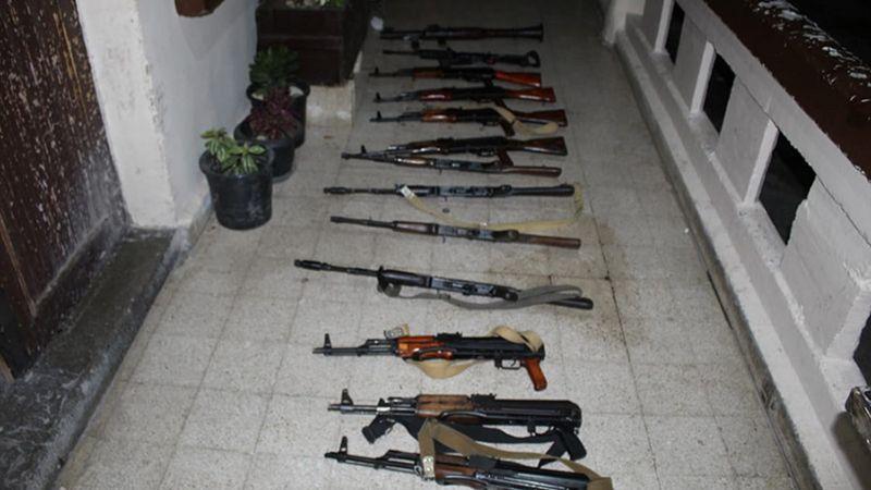 ضبط أسلحة حربية وتوقيف أشخاص في مداهمات باب التبانة