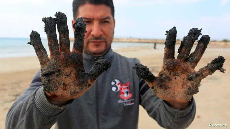 """هل تتهرّب """"اسرائيل"""" من اعتدائها البيئي على الشاطئ اللبناني؟"""