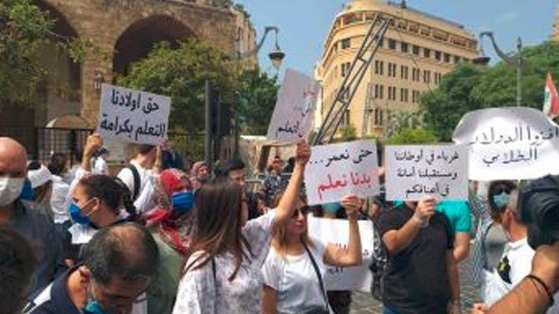 """قانون """"مع وقف التنفيذ"""".. كيف تُجوّع المصارف طلاب لبنان في الخارج؟"""