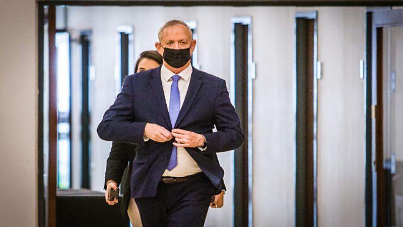 غانتس يتحرّك خوفًا من قرار المدعية العامة في لاهاي
