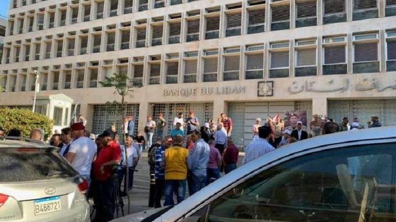 أهالي الطلاب اللبنانيين في الخارج: لا مصارف ما لم ينفذ القانون 193