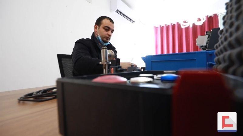فلسطيني يخترع جهازًا للحماية من الصعقات الكهربائية
