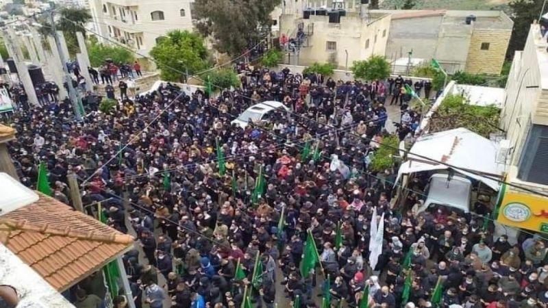 """""""حماس"""": الحشود الكبيرة التي شيّعت """"أبو عاصف"""" استفتاء على نهج المقاومة"""