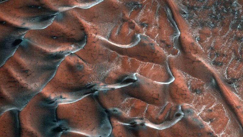 وكالة ناسا تنشر صورة للكثبان الرملية على المريخ