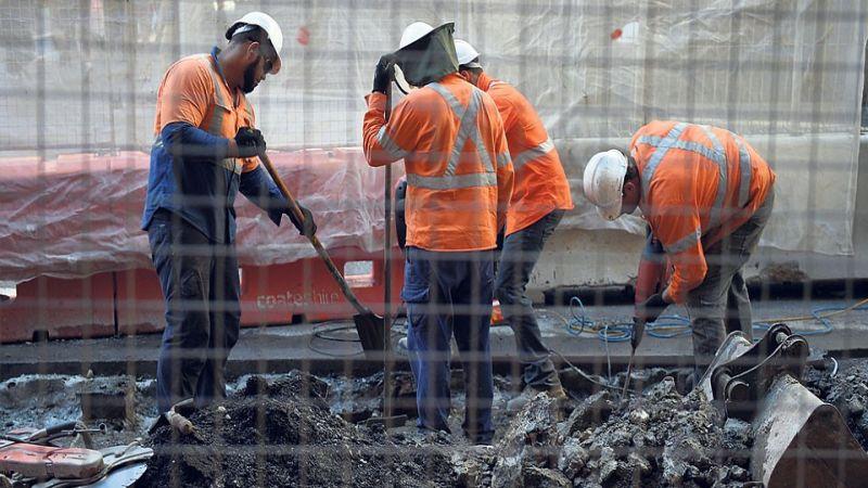 مركز حقوقي: كيف تكرس الإمارات التمييز والاستغلال بحق العمال الأجانب؟