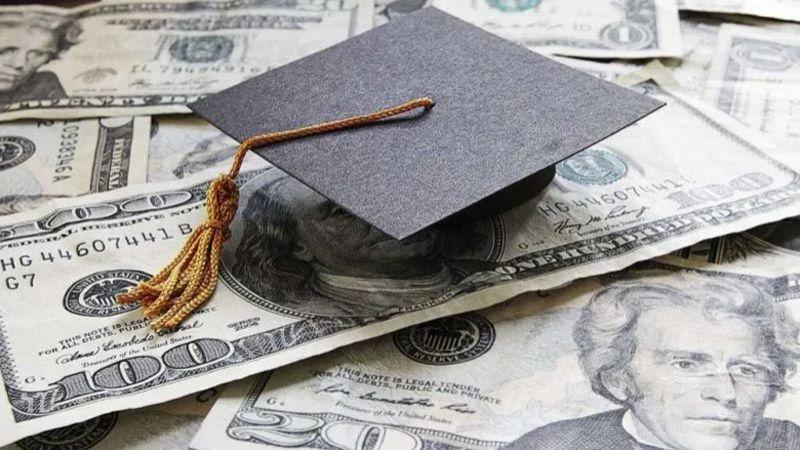 أهالي الطلاب اللبنانيين في الخارج: لا حلول إلا بتطبيق الدولار الطالبي