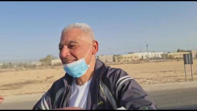 بعد 35 عاما في سجون العدو.. الأسير رشدي أبو مخ حرّا