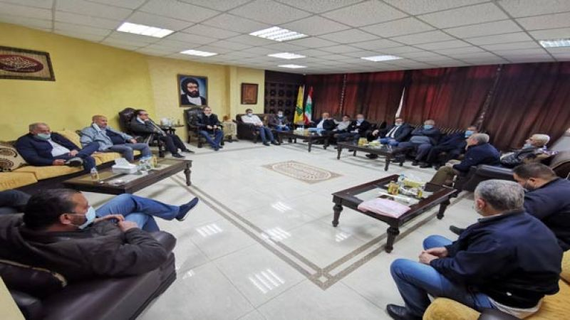 مسؤول منطقة صيدا بحزب الله التقى وفد مخاتير المنطقة: ليتحمل الجميع مسؤوليته في المواجهة الاجتماعية