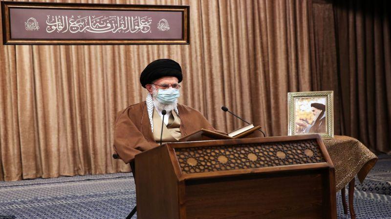 الإمام الخامنئي: على الأميركيين رفع العقوبات أولاً