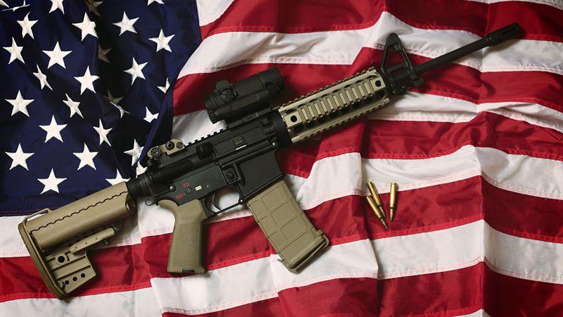 الولايات المتحدة: مجتمعٌ متوحّش وغارقٌ في فوضى السلاح