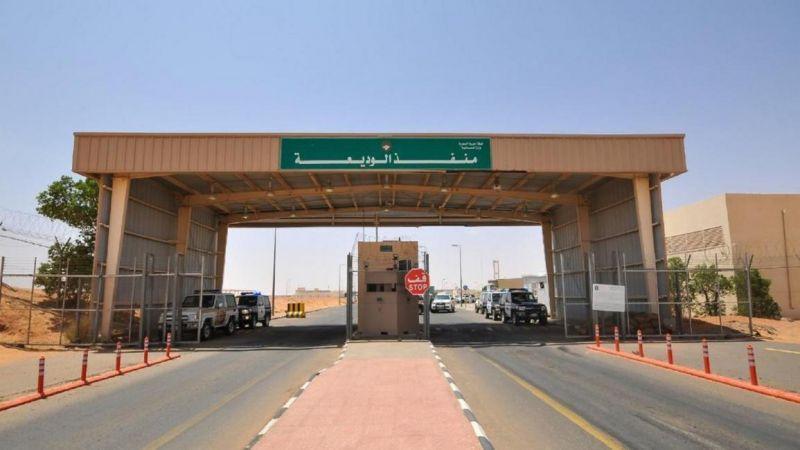 العدوان السعودي يتعمّد حجز اليمنيين عند منفذ الوديعة