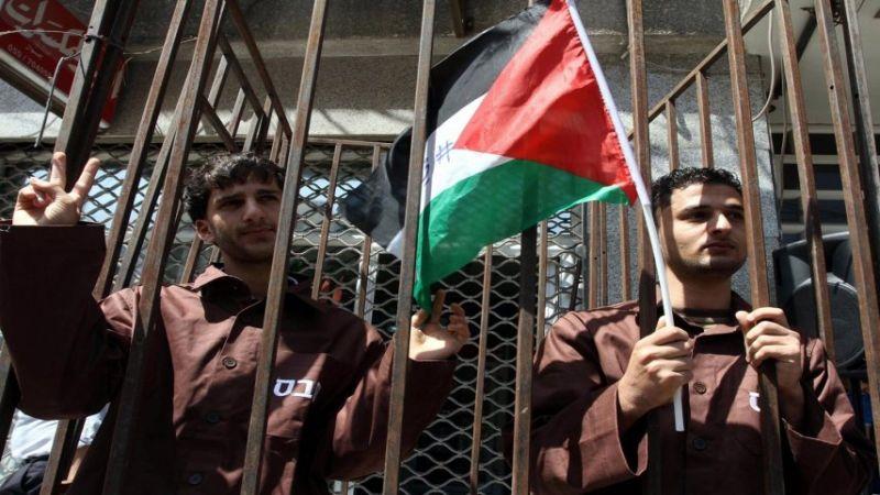 """في يوم الأسير الفلسطيني.. الاحتلال يواصل اعتقال 48 محرراً من صفقة """"وفاء الأحرار"""""""