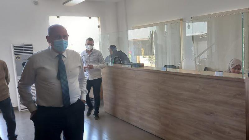 وزير الصناعة تابع مداهمة مراكز بيع الاسمنت في الجنوب وصولا إلى حاصبيا