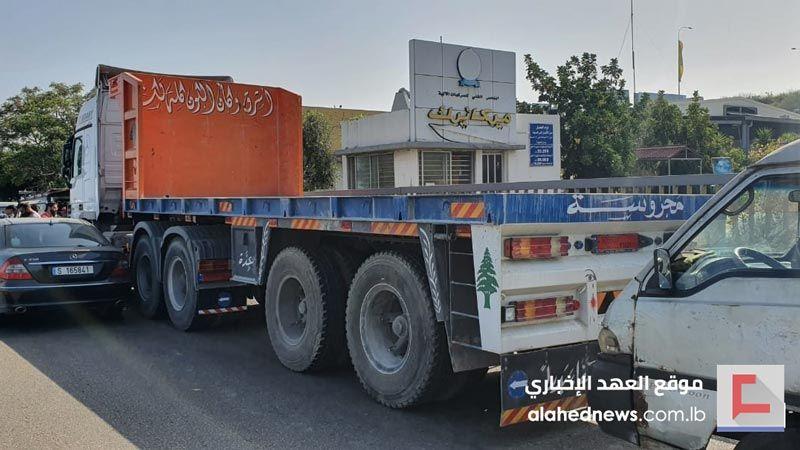 السائقون العموميون يصعدون تحركاتهم.. إقفال أبواب مراكز المعاينة الميكانيكية في لبنان