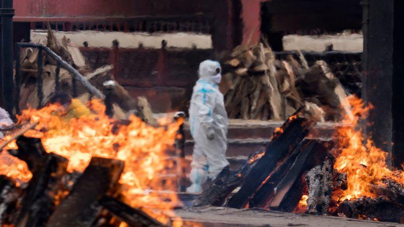"""""""كورونا"""" يغزو الهند ومساعدات عالمية لتطويق الكارثة الانسانية"""