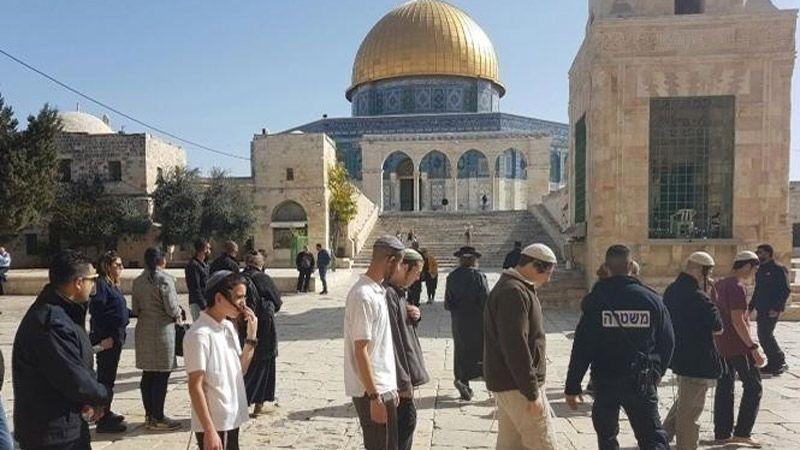 20 تدنيسًا للأقصى و44 منعًا لرفع الأذان في الحرم الإبراهيمي خلال نيسان
