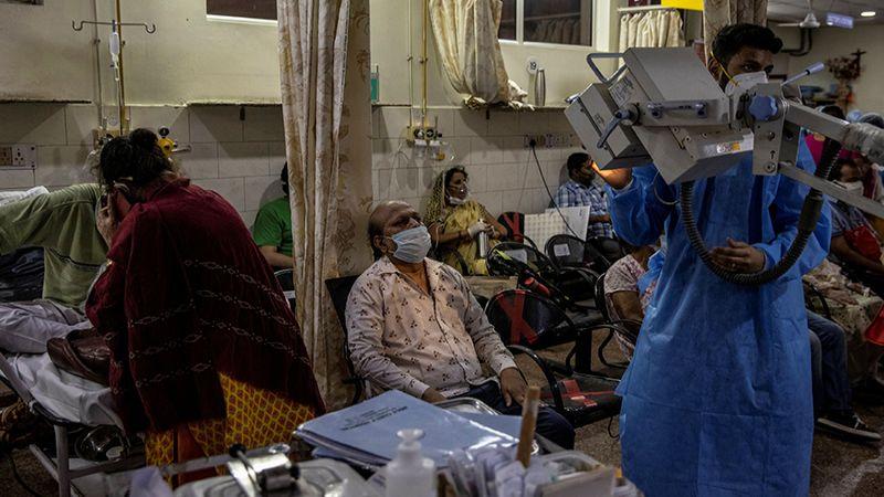 """الهند: أكثر من 20 مليون إصابة بـ""""كورونا"""" والمستشفيات تختنق"""