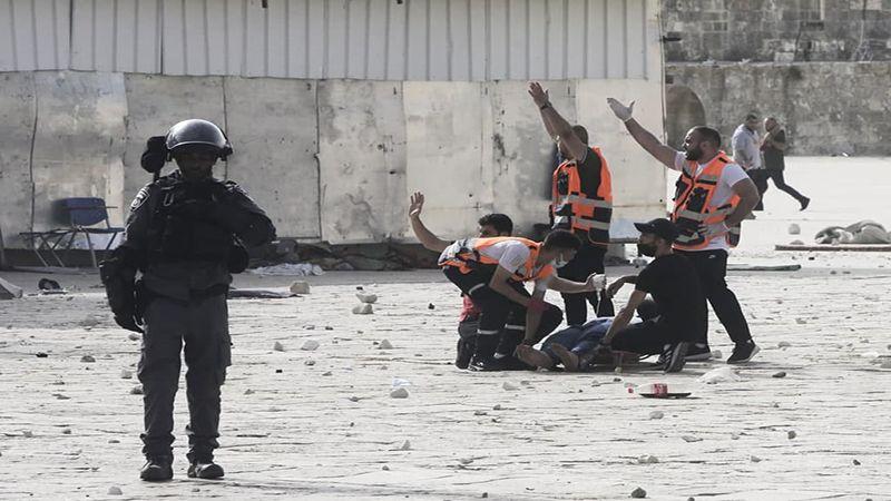 اقتحام المسجد الأقصى: إصابات المقدسيين تعدّت المئة والاحتلال يمنع إسعافهم