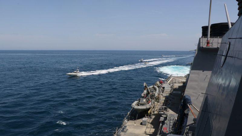 الحرس الثوري محذراً الأسطول الأميركي في مضيق هرمز: سنرد بعزم على أي خطأ