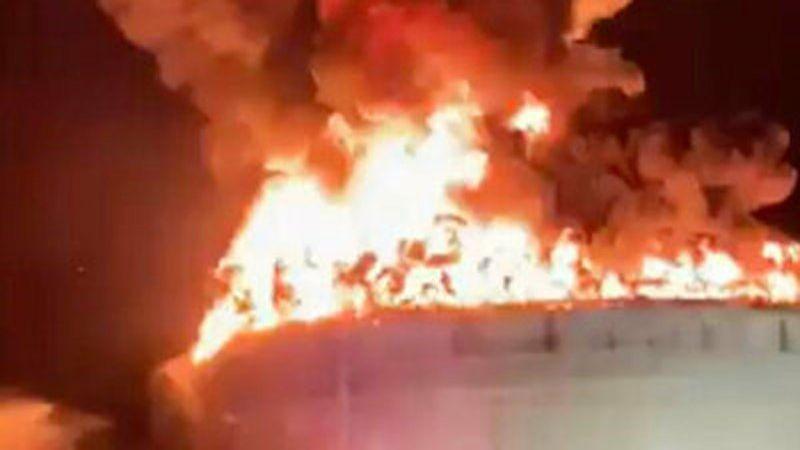حرائق منشآت عسقلان النفطية تستدعي اخلاء مستوطنات المنطقة