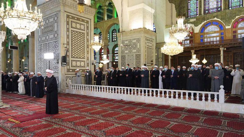 الأسد يؤدي صلاة العيد في الجامع الأموي الكبير بدمشق