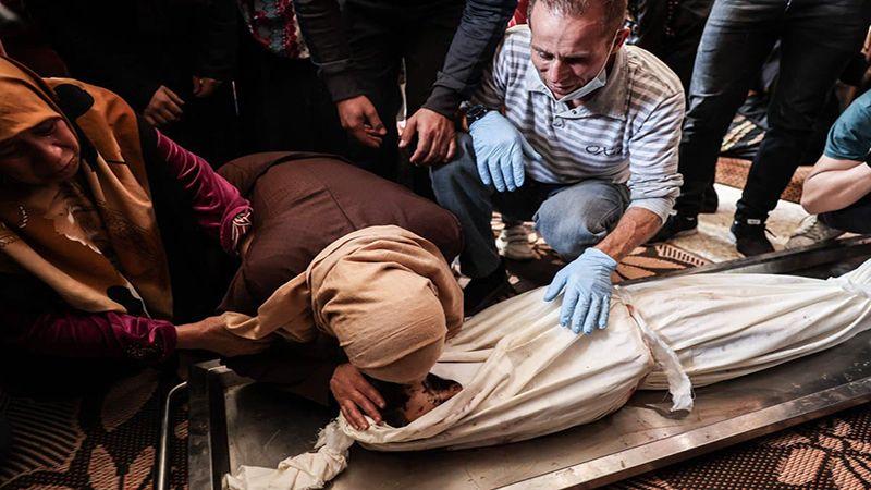 """""""نيويورك تايمز"""" ترفض تبريرات الاحتلال لعدوانه على غزة : كانوا مجرد أطفال!"""