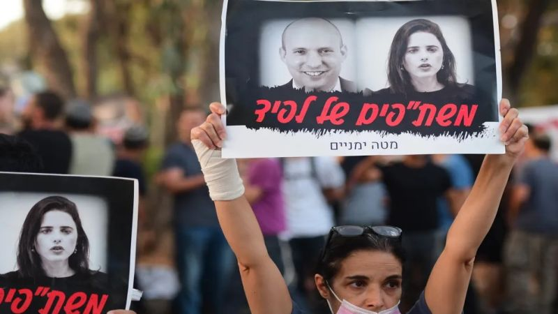 """نشطاء """"اليمين"""" غاضبون من قرار نفتالي بينيت الانضمام الى ائتلاف حكومي مع لبيد"""