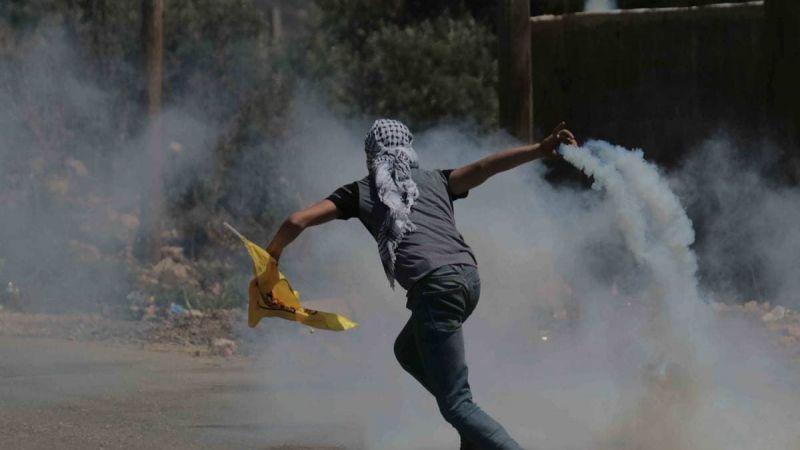 جرحى بمواجهات بين الفلسطينيين وقوات الإحتلال في قلقيلية ونابلس