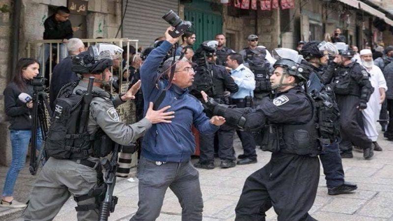 إصابة 4 مواطنين بينهم صحفية إثر قمع الإحتلال مشاركين في مؤتمر صحفي بالقدس