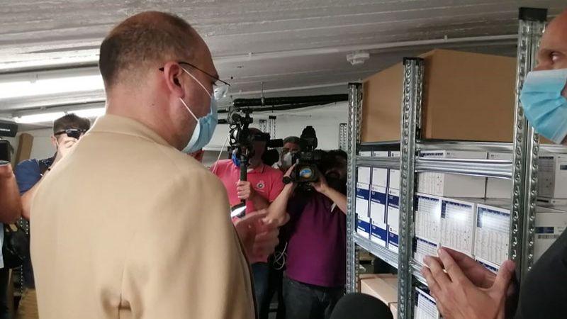 بالفيديو: مداهمات وزير الصحة مستمرة .. وجديدها ضبط مستودع يتلاعب بالأسعار في سد البوشرية