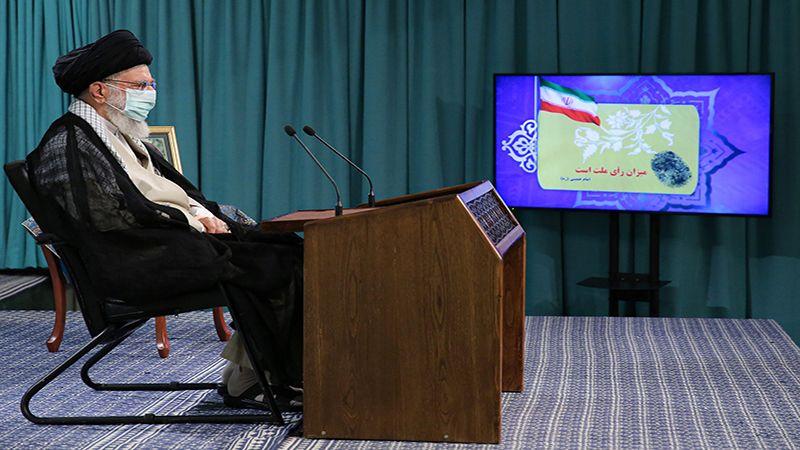 الإمام الخامنئي: الحضور الشعبي في الانتخابات مواجهةٌ للأعداء