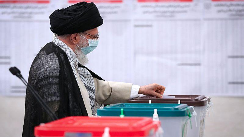 الإمام الخامنئي: يوم الانتخابات هو يوم الشعب الإيراني