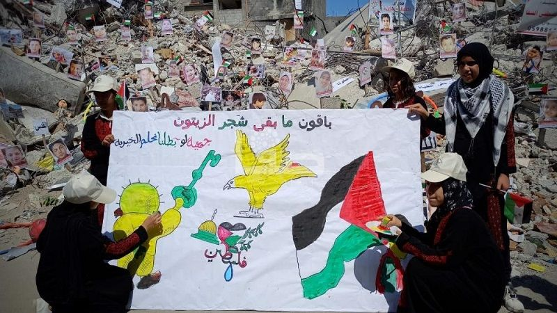 """""""أطفال ولكن"""".. معرض في غزّة يوثق صور الأطفال الضحايا فوق الأنقاض"""