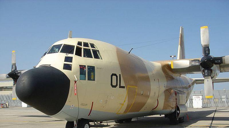 """استعدادًا لمناورات مشتركة.. هبوط طائرة عسكرية مغربية في قاعدة جوية """"اسرائيلية"""""""