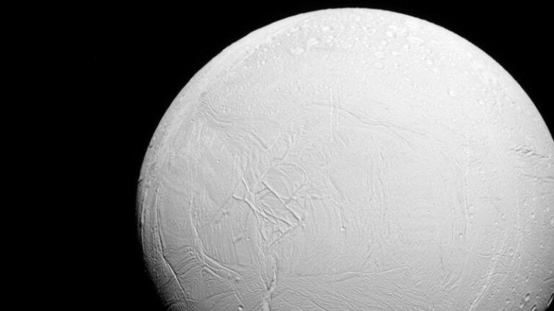 اكتشاف جديد في أحد أقمار كوكب زحل
