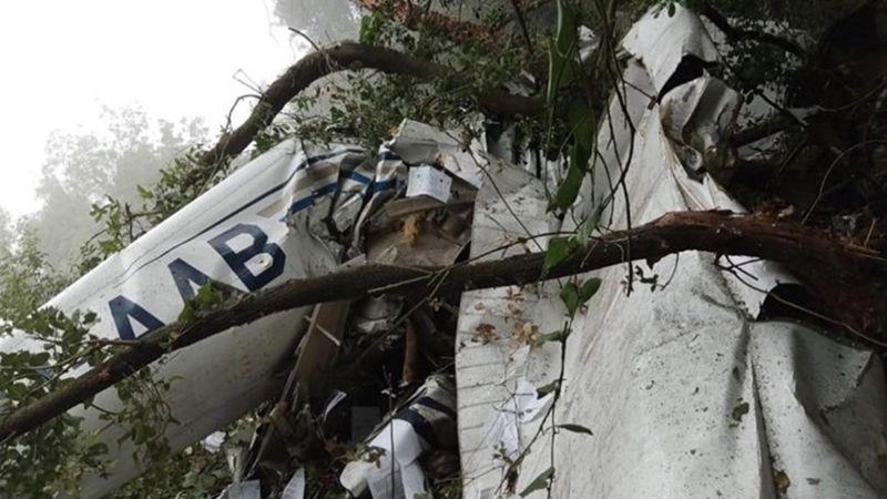 مقتل 3 مدنيين في تحطم طائرة سياحية صغيرة فوق جبل غوسطا